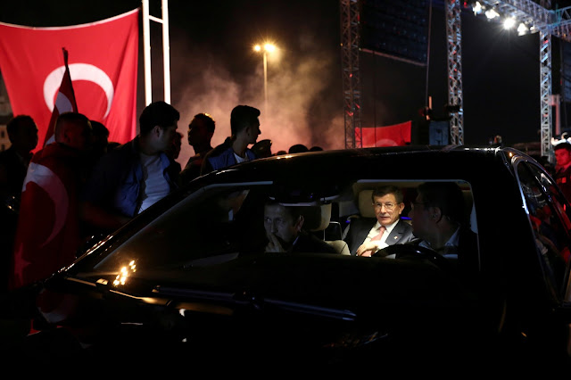 """داود أوغلو يبدأ معركته الشرسة ضد شريكه السابق """" أردوغان """""""
