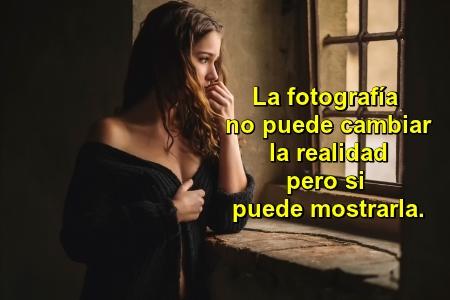 La fotografía no puede cambiar la realidad pero si puede mostrarla. -Frase de Fred Mc Cullin