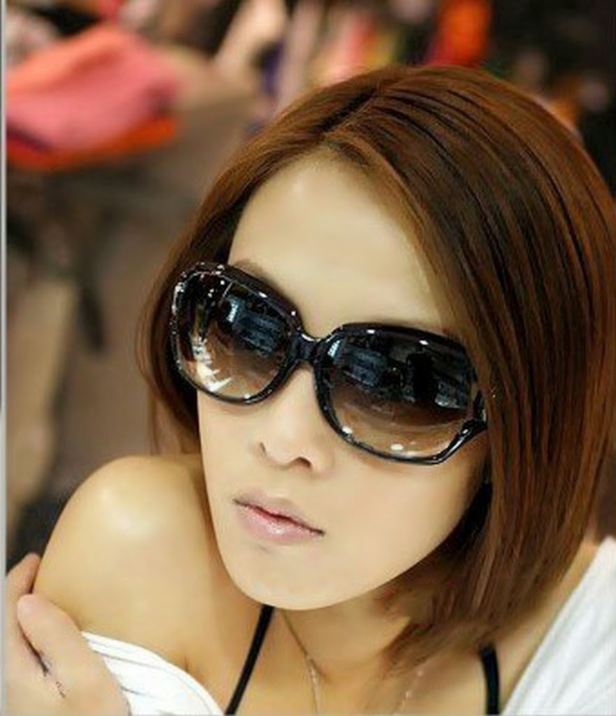 Fashion week Glasses stylish girl pic for woman