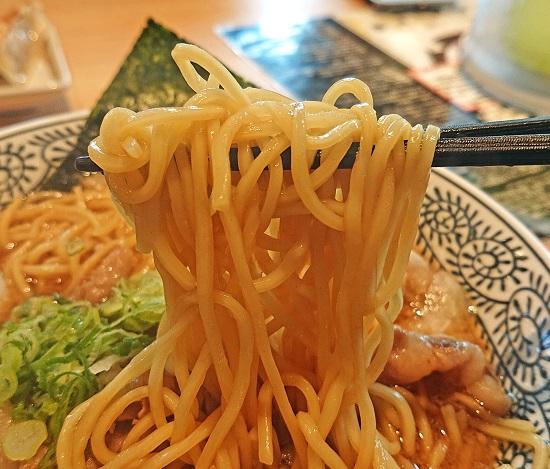 肉そばのオリジナル麺の写真