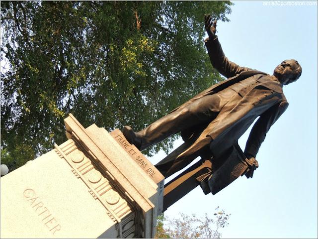 Escultura de George-Étienne Cartier en el Parc Montmorency en la Ciudad de Quebec