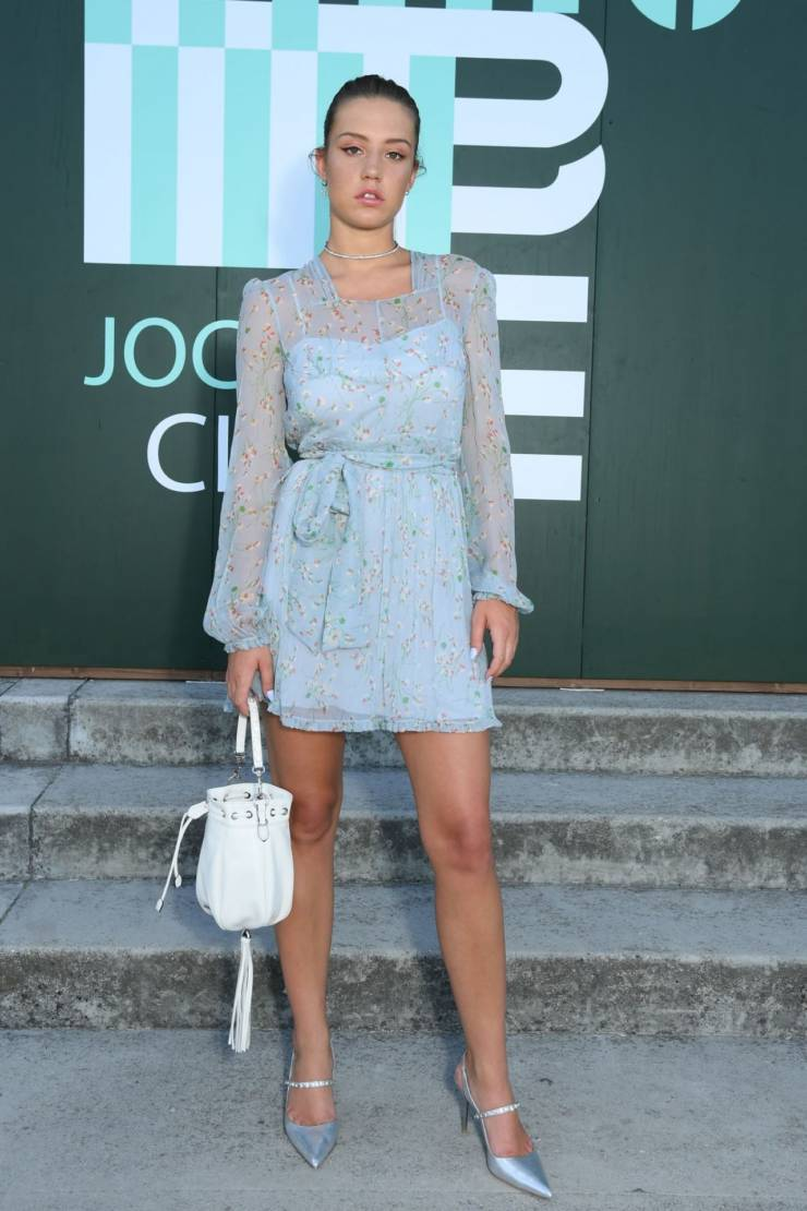 Adele Exarchopoulos Hot Long Cross Legs Show In Blue Top