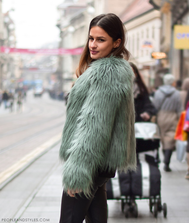 e32509b61c2b How to Wear Sport-lux Outfit with a Faux Fur Jacket - People   Styles