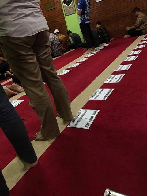 Aneh Tapi Nyata! Hanya Ada Di Indonesia, Shalat Berjamaah Kementrian BUMN Shaf Diatur Menurut Jabatan