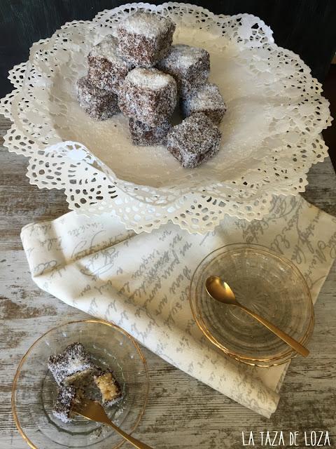 dulces-cubiertos-de-chocolate-y-coco-rallado
