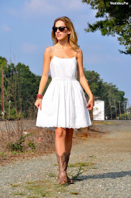 vestidos y botas vaqueras