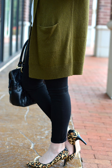 oversized-olive-green-cardigan-outfit