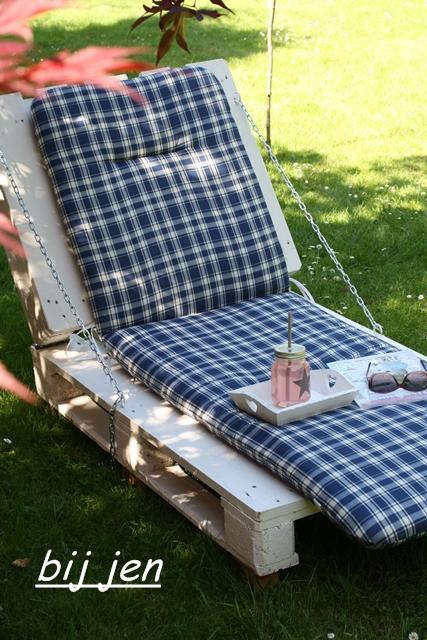 liegestuhl aus paletten gartenliege aus paletten fesselnd auf kreative deko ideen uber remodel. Black Bedroom Furniture Sets. Home Design Ideas
