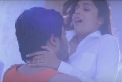 Anchor Reshmi Spicy Bikini exposing in Guntur Talkies Movie