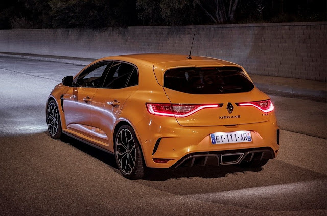 Renault Megane RS yellow
