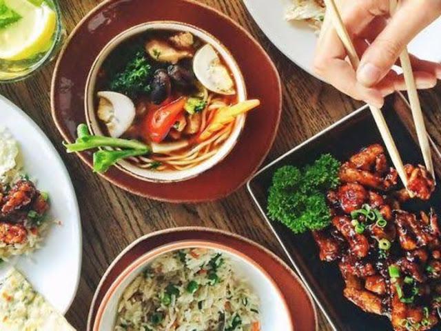 Hindari Konsumsi Makanan ini Di Saat Traveling