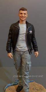 modellini statuette realistiche personalizzate ragazzo ricordo orme magiche