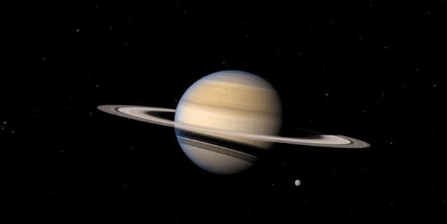 قمر كوكب زحل