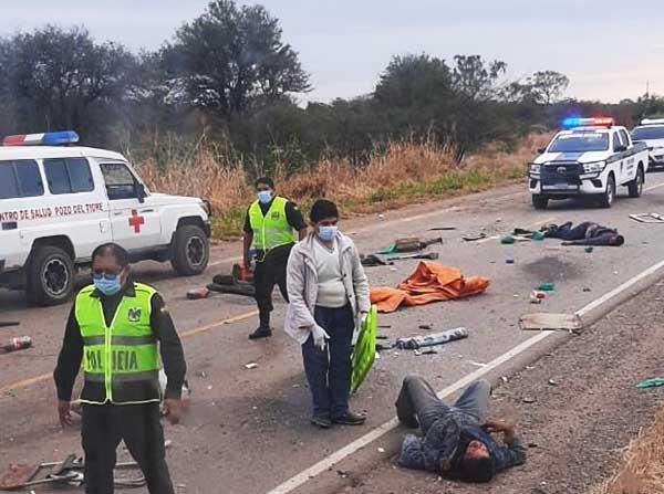 Santa Cruz: Cinco personas mueren en accidente ocasionado por reventón de llanta (ver foto)
