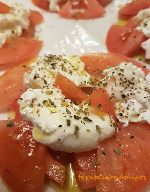 Burrata con tomate rosa