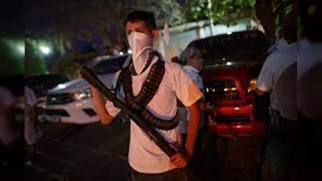 Preparen lo que tengan a su alcance para defender Tepalcatepec, Cárteles Unidos sale a las calles perifoneando desesperadamente para defender bastión a la entra de El CJNG