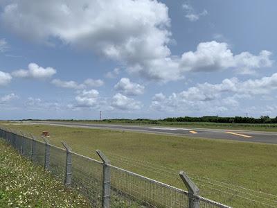 波照間空港の滑走路