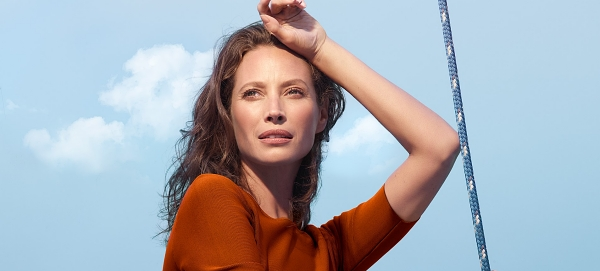 christy-turlington-burns-biotherm-blue-therapy
