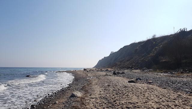 Küsten-Spaziergänge rund um Kiel, Teil 1: Die Steilküste bei Stohl. In Schleswig-Holstein kann man wunderbar spazieren gehen, besonders am Meer! Auf Küstenkidsunterwegs stelle ich Euch tolle Spazierwege und Routen für die ganze Familie an der Kieler Förde, der Ostsee und im Umland vor. In Teil 1 zeige ich Euch unseren Spaziergang mit Kindern bei Stohl im Schwedeneck.