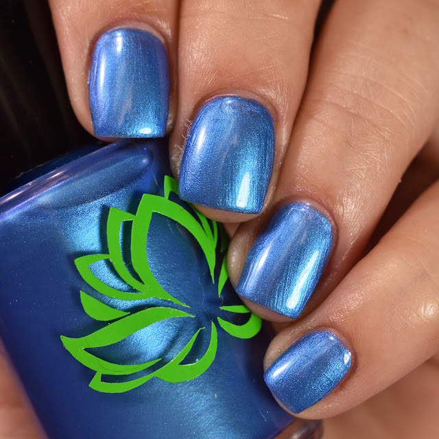 soothing-soul-nail-lacquers-blue-lagoon-1