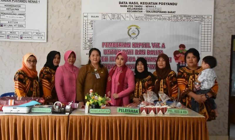 Bakti Sosial, Bhayangkari Tanjungpinang Beri Vitamin A Bayi dan Balita