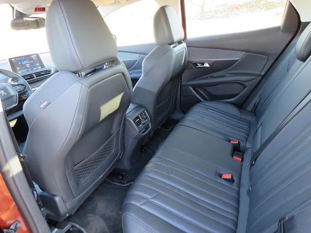 Novo Peugeot 3008 2018 - espaço traseiro