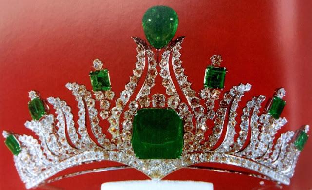 emerald diamond flame tiara iran princess shams pahlavi van cleef and arpels