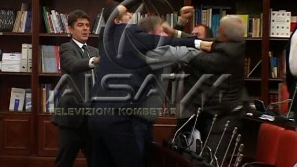 Albaner prügeln sich im makedonischem Parlament - Copy-Paste Nachrichten in westliche Medien