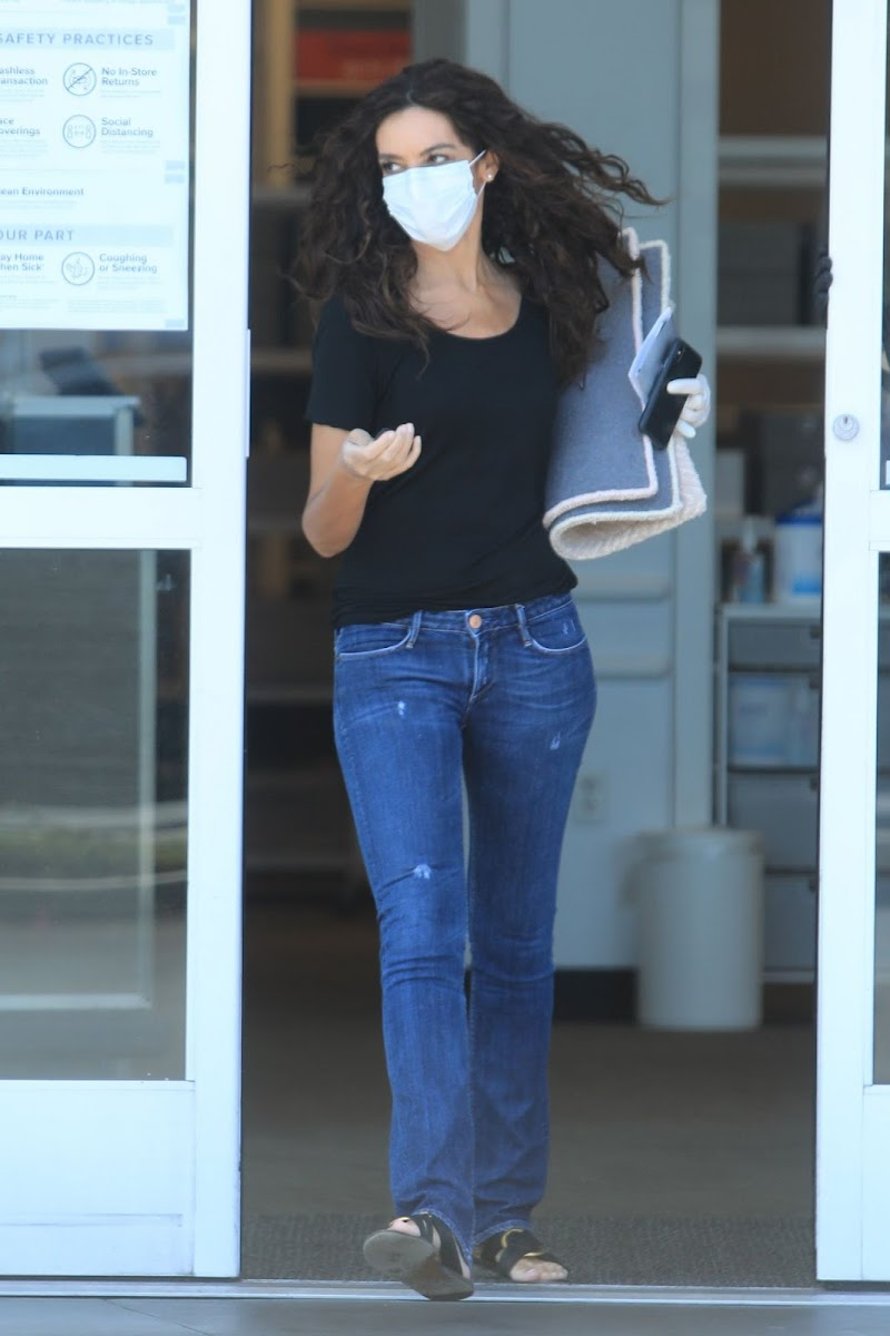 Terri Seymour Shopping at Container Store in West Hollywood 28 may -2020