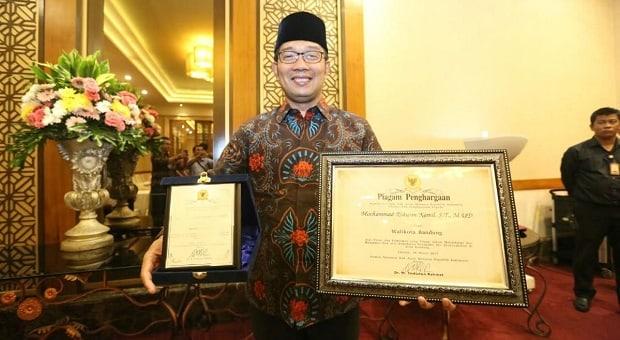 Ridwan Kamil Dapatkan Piagam HAM