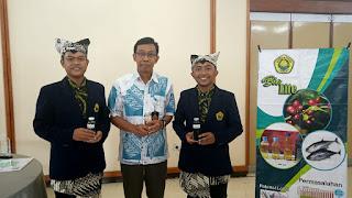 Hasil Karya Mahasiswa Pertanian UNEJ Berupa Asap Cair Kulit Kopi Vs Asap Cair Kulit Kakao