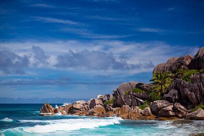 Grand Anse - Meer mit Granitfelsen auf La Digue