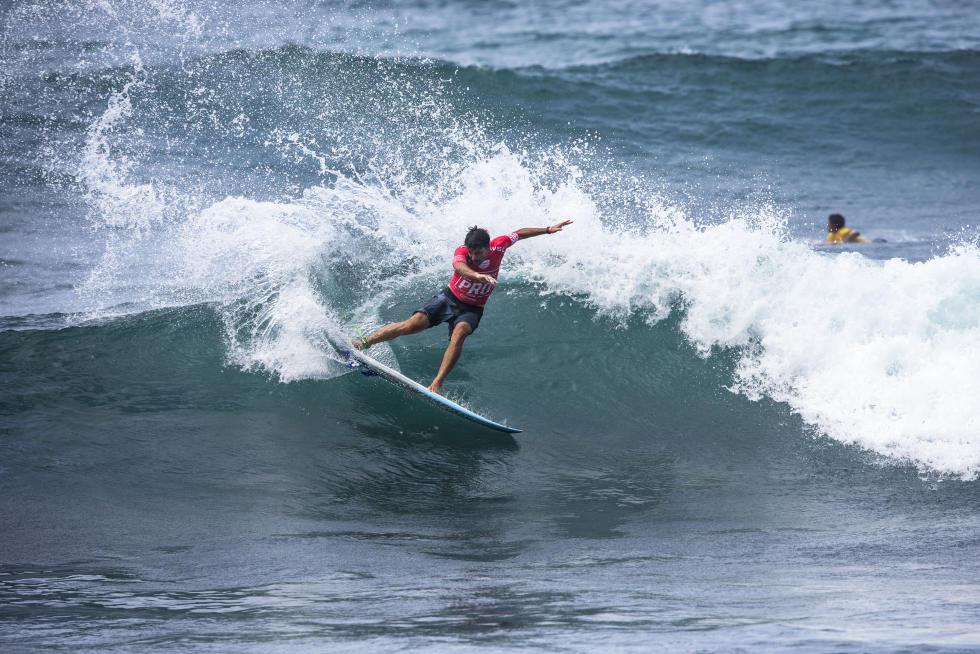 6 Hodei Collazo EUK Martinique Surf Pro foto WSL Poullenot Aquashot