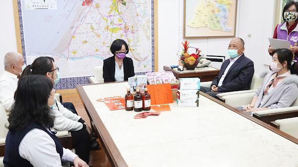 王惠美感謝長照機構付出 致贈春節加菜金與防疫物資