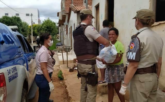 Patrulha Solidária da 34ª CIPM de Brumado distribui alimentos e produtos de higiene a famílias carentes
