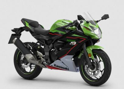 Kawasaki has officially shut down the 2022 version of the Ninja 125 in the European market. Which is considered the bike in the Ninja family with the lowest engine capacity. Let's look at the details of the bike together.  In terms of design and the basic specs of the bike It can be said that it is not much different from the previous version. As for the lighting system, it is still a halogen, front brakes are ABS, handlebars catch shock. Full digital display screen But the bike has dimensions that are not very high. The seat height is only 785 mm, making it friendly for entry-level riders.  In terms of power, the engine comes in a 125cc DOHC 1-cylinder, 4-valve, liquid-cooled. The maximum horsepower is 15 PS at 10,000 rpm and maximum torque is 11.7 Nm at 7,700 rpm. The weight is only 148 kg, which is considered quite light.  The bike will be available in 3 colors to choose from: KRT Edition (the camp's green), black and white. Black smoked front shield, single seat, frame protector and Carbon Arrow Racing exhaust pipes.