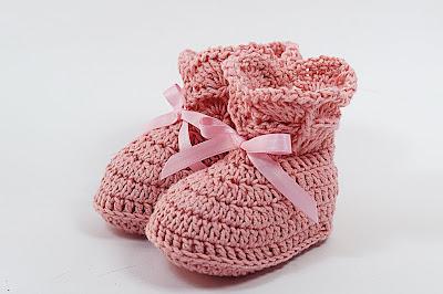 8 - Crochet IMAGEN de Peucos zapatitos o escarpines a conjunto con la chambrita rosa a crochet y ganchillo. MAJOVEL CROCHET