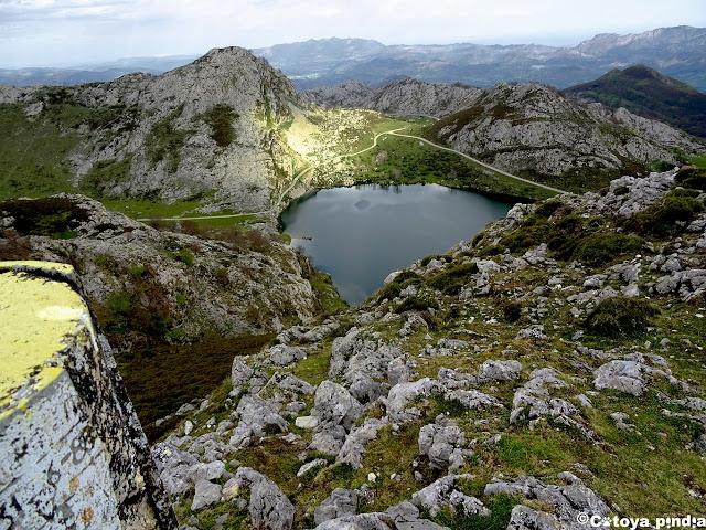 Vistas al Lago Enol desde el Mosquital