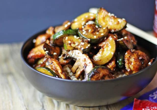 Zucchini Mushroom Chicken Stir Fry #healthy #recipes