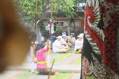 Guru Puja, Mantra Untuk Menghormati Guru Dalam Agama Hindu