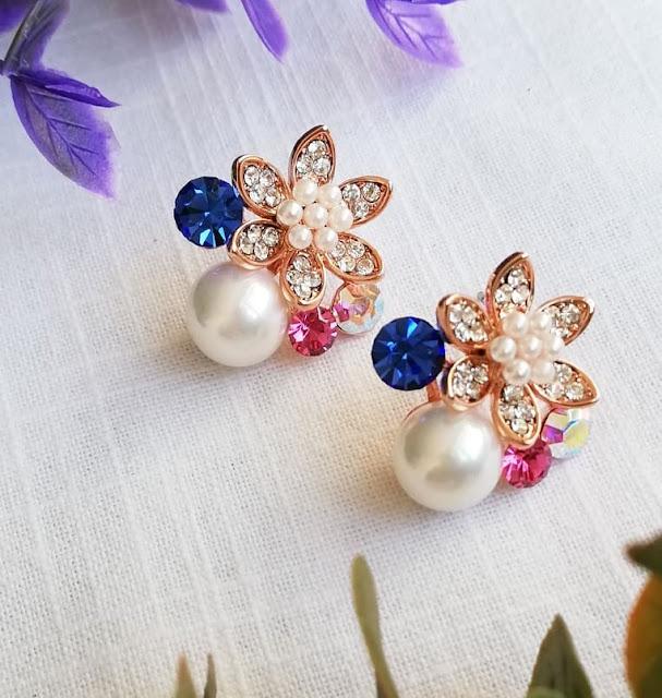 Dijual Anting Bunga Kristal Berhias Mutiara yang Modis dan Modern