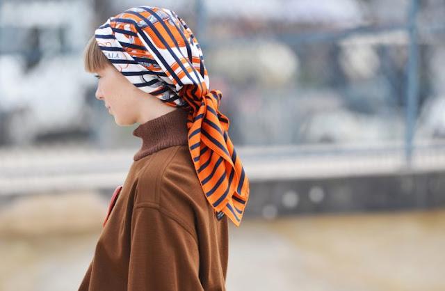 tendenza foulard autunno 2021 come indossare il foulard come abbinare il foulard idee su come indossare il foulard colorblock by felym blog di moda italiani italian fashion bloggers