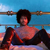 "Twin Shadow está de volta com duas inéditas do novo álbum ""Caer"""