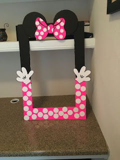 Rama mare amuzanta vopsita in negru si roz cu buline si urechi pentru sedinta foto