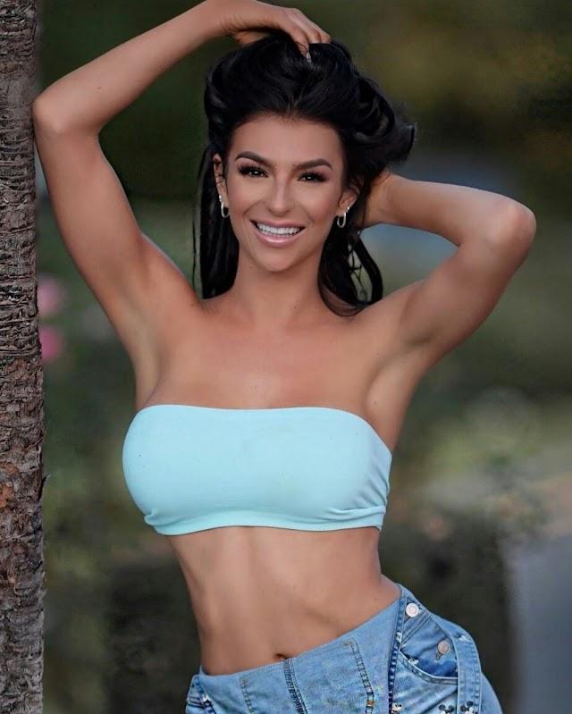 Kelly Cleland Bio, Age, Height, Weight, Birthday, Net Worth, Measurements, Wiki