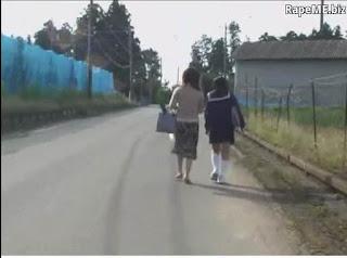 Video Bokep Perkosaan Pulang Sekolah Ibu Dan Pelajar Diperkosa rame2 Oleh Para Preman