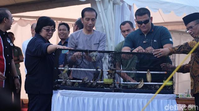 Presiden Jokowi buka sangkar burung