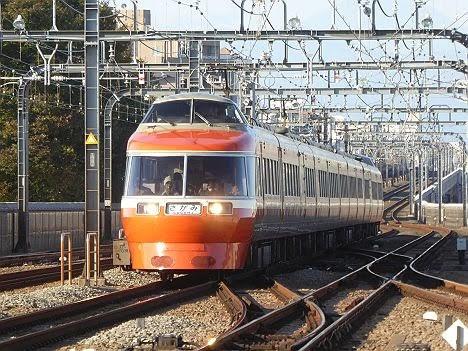 小田急電鉄 さがみ70号 新宿行き LSE7000形