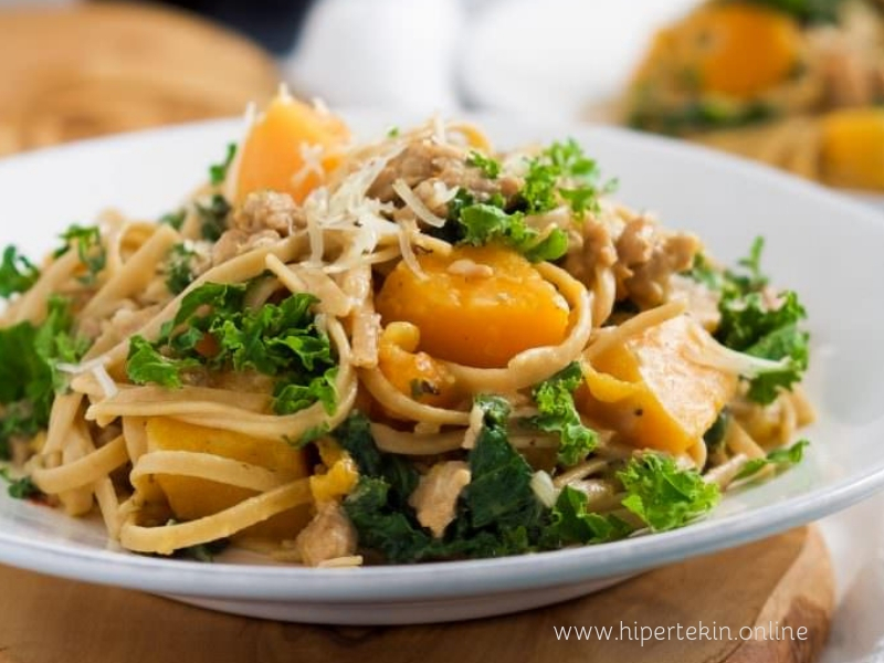 KALE, SAUSAGE AND BUTTERNUT SQUASH PASTA