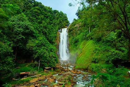 Menikmati Indahnya Air Terjun Tertinggi Ke Empat Di Indonesia